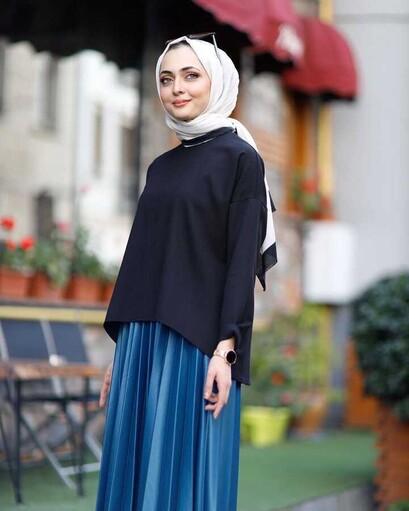 Kurze Vorderseite Langer Rücken Lange Hijab Bluse Schwarz - Thumbnail